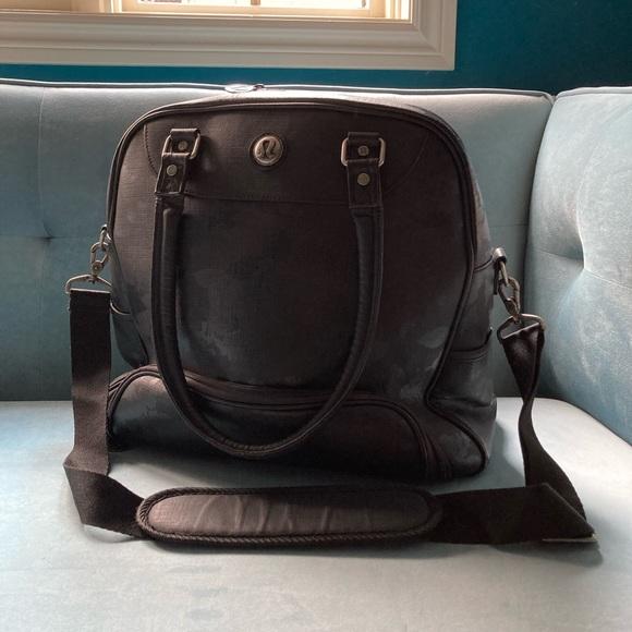 Black Lululemon overnight bag